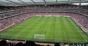300px-Emirates_Stadium,_Arsenal_vs._Everton_2006-10-28